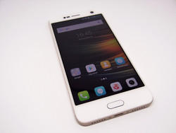 In review: ZTE Blade V8. Review sample courtesy of ZTE Germany