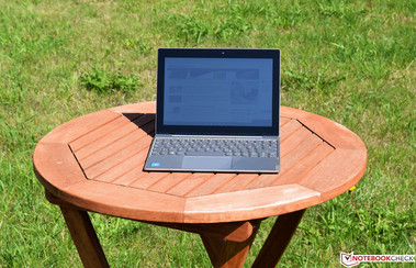 Lenovo IdeaPad Miix 320 in sunlight